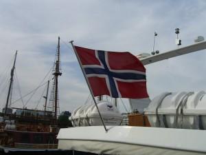 Flagge im Wind im Oslo Hafen, in Norwegen Lebt es sich am besten!
